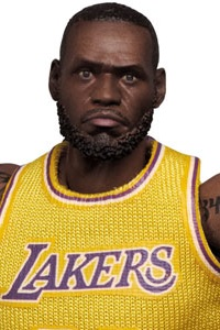 MedicomToy MAFEX No.127 LeBron James (Los Angeles Lakers) Action Figure